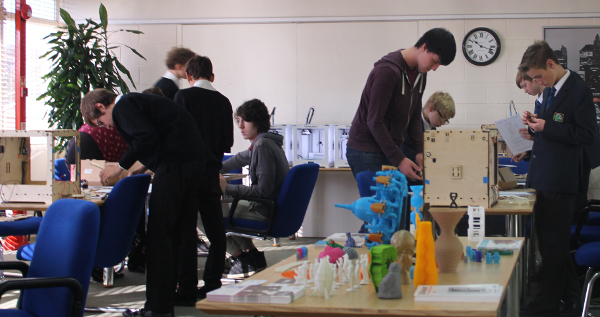 Fareham College students assembling Ultimaker Originals